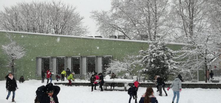 Schneespaß in der Pause